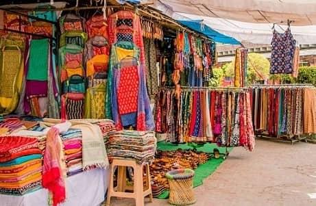 Sunday market in Delhi